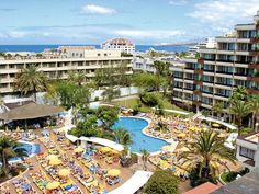 Hotel Bitacora is van alle gemakken voorzien. Mooie zwembaden, heerlijke maaltijden en dichtbij het centrum. Het hotel heeft 2 zwembaden met een glijbaan voor veel waterplezier. Op het zonneterras met de ligbedden en parasols kunt u genieten van de heerlijke zon. Hotel Bitacora ligt centraal gelegen op ca. 350 meter van het strand. Het centrum ligt op ca. 250 meter van het hotel verwijderd. In de omgeving bevinden zich winkels, restaurants en bars. Officiële categorie ****