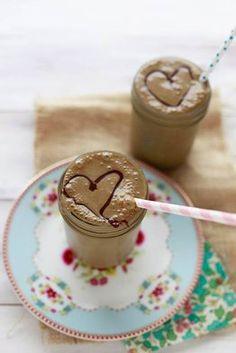The Healthy Chocolate #Milkshake with a secret ingredient you'll never taste & no refined sugars via @Marina Zlochin YummyMummyKitchen #kidfriendly