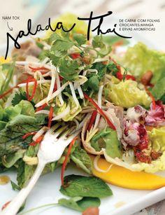 A receita da nossa chef Letícia Massula para hoje é a salada de carne thailandesa, Nam Tok, com folhas crocantes, ervas aromáticas e manga. Hmmm!