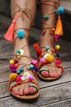 I have a thing for leathers sandals (I have quite a collection) and I am loving these colorful handmade gladiator sandals with pompoms, beads, semi-precious stones etc. Here an overview of some of my
