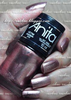 Oi pessoal! Hoje estou com um falso marmorizado nas unhas, na verdade é carimbo!       Primeiro passei duas camadas do esmalte Anita  CETIM...