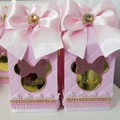 Caixa Milk Luxo da Minnie para comemorar os 3 anos da linda Marina. Sua festa foi no dia 20/10 em Campos dos Goytacazes. Só tenho a agradecer a mamãe @cinthiagabriel que por mais um ano me escolheu para participar desse dia especial. . . . #docelembranca_samie #personalizados #mimos #mimosdeluxo #personalizadosdeluxo #personalizadosminnie  #minnierosa #perzonalizadosminnierosa #partyminnie #minnie #festademeninas Minnie Cake, Minnie Mouse Pink, Minnie Mouse Party, Mouse Parties, Birthday Bag, Birthday Favors, 2nd Birthday Parties, Party Favors, Minnie Mouse Birthday Theme