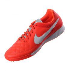 odo buen atleta necesita de un excelente equipo es por eso que llega el calzado para fútbol Nike Tiempo Genio Leather TF el cual te brinda una comodidad ideal y la sujeción necesaria.