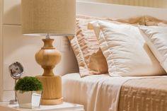 Suite Projetos de DuoTraço Arquitetura quarto bedroom abajur