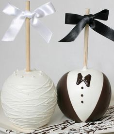 I love cake pops. Cake pops and coca cola? Inexpensive Wedding Favors, Unique Wedding Favors, Wedding Party Favors, Wedding Desserts, Diy Wedding, Fall Wedding, Dream Wedding, Wedding Decorations, Wedding Bride