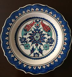 emeklilik hobileri Turkish Art, Turkish Tiles, Ceramic Painting, Ceramic Art, Ceramic Plates, Decorative Plates, Dark Chocolate Almonds, Simple Mandala, Decoupage Art
