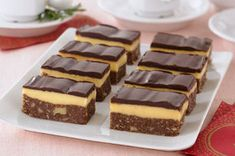 Nanaimo Bars are THE classic Canadian hand-held dessert. Whip up a batch of our homemade Nanaimo bars and celebrate our culinary heritage. Kraft Foods, Kraft Recipes, Nanaimo Bars, Köstliche Desserts, Dessert Recipes, Bar Recipes, Restaurant Recipes, Bird's Custard, Custard Powder