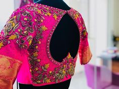 Wedding Saree Blouse Designs, Pattu Saree Blouse Designs, Blouse Neck Designs, Wedding Blouses, Blouse Patterns, Hand Work Blouse Design, Stylish Blouse Design, Indian Wedding Outfits, Indian Outfits