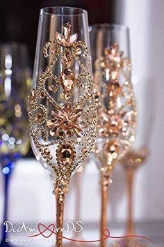 Rose gold wedding flutes - DIY Deco Home Trends Quince Decorations, Quinceanera Decorations, Gold Wedding Decorations, Wedding Ideas, Wedding Rustic, Wedding Pictures, Wedding Wine Glasses, Wedding Flutes, Champagne Glasses