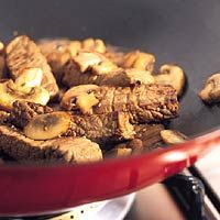 Gebakken biefstuk met champignon-portsaus - Allerhande