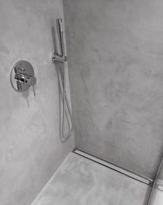 Renovering af badeværelse og bruschenische med #microtopping #rawsurface #olgulve #shower #bathroom #renovation #microcement #aboveallmicrotopping