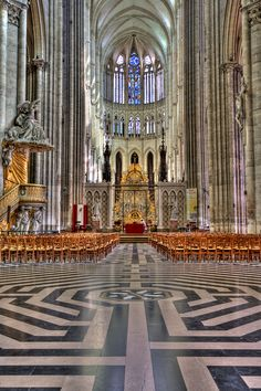 Amiens Cathedral Interior 1 - le labyrinte. Amiens — Wikipédia