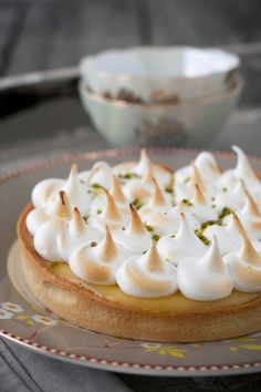 Citroentaart, meringue, pistache Meringue, Cake Cookies, Sweet Recipes, Panna Cotta, Nom Nom, Biscuits, Cheesecake, Lemon, Food And Drink