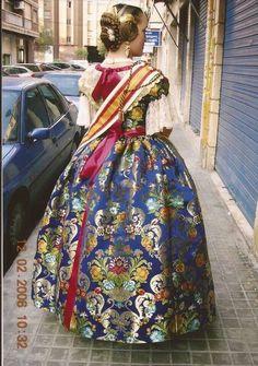 Vestido de Fallera, Valencia, España.