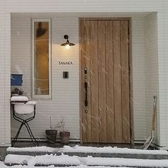 kanachiconさんの、シンプル,玄関ドア,モルタル,玄関照明,アイアン表札,ブラケットライト,シンプルインテリア,白い家,シンプルな玄関,のお部屋写真