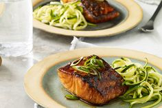 Sweet 'n' Spicy Sriracha-Glazed Salmon recipe substitute the vinegar with lemon juice and this is the best freaking salmon recipe EVER Honey Glazed Salmon Recipe, Baked Salmon Recipes, Fish Recipes, Seafood Recipes, Cooking Recipes, Healthy Recipes, Healthy Dinners, Healthy Foods, Healthy Eating