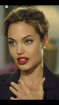Angilena ju - Angilena ju The Effective Pictures We Offer You About diy A quality picture can tell you many thin - Angelina Jolie Makeup, Angelina Joile, Angelina Jolie Pictures, Angelina Jolie Photos, Beautiful Celebrities, Beautiful Women, Actrices Sexy, Jolie Pitt, Elizabeth Hurley