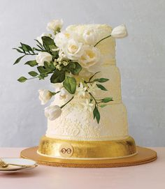 7 Pretty Wedding Cakes We Can't Stop Looking At: #2. Buttercream Lace Cake With Sugar Flowers