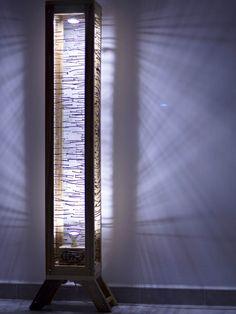 """Lámpara de pie """"EPAL"""" en """"APALETARTESEVILLA"""", creada a partir de madera y metal…"""