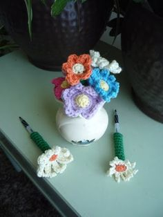 """Free pattern for """"Petal Pens"""" from Sheep Dog's Fleece!"""