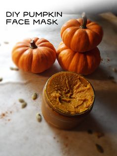 DIY pumpkin face mask Everblossom - Education and lifestyle Face Peel Mask, Diy Face Mask, Diy Masque, Face Mask For Blackheads, Pimples, Beauty Hacks For Teens, Pumpkin Faces, Diy Pumpkin, Homemade Face Masks
