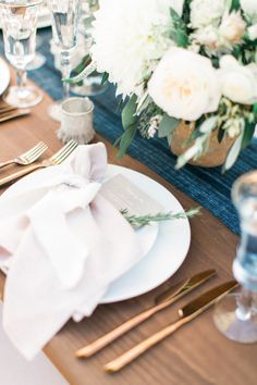 When amazing photography and flowers top a bride-to-be's wedding wish list, there's no doubt we're going to love the results. Especially when vendors likeTroy Grover PhotographersandJL Designsare involved. They pulled together a wedding made for the pages of SMP, and