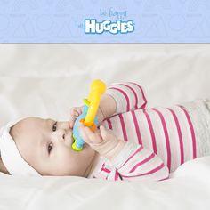 Alrededor de los #4Meses, tu #bebé comenzará a llevarse todo a la boca. Ten cuidado con las cosas que dejas a su alcance. https://www.huggies.com.mx/site/Desarrollo/