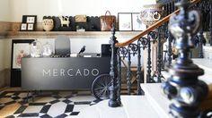 """Andou """"pelos caminhos de Portugal"""" à procura de artesãos e designers, criou um…"""