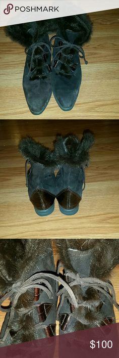 STUART WEITZMAN boots Dark brown, fur lined, suede and leather Stuart Weitzman ankle boots. Stuart Weitzman Shoes Ankle Boots & Booties