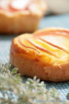 Mini flan with peaches (Petits flans à la pêche)