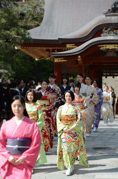 #Japan #kimono Japanese Travel, Japanese Gifts, Japanese Outfits, Japanese Kimono, Japanese Fashion, Japanese Style, Oriental Fashion, Oriental Style, Just Keep Walking
