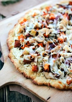 Winter Vegetable Pizza with Chicken | http://hellonatural.co/winter-vegetable-pizza-chicken-weekly-meal-plan-downloadable-shopping-list/