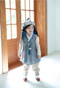 Made in Korea and shipped from Korea Korean Traditional HANBOK Dress Babies Girls DOLBOK Only Hanbok included. Baby Girl 1st Birthday, 1st Birthday Parties, Baby Girl Dresses, Baby Dress, Korean Crafts, Korean Traditional, 1st Birthdays, Little Boys, Boy Outfits