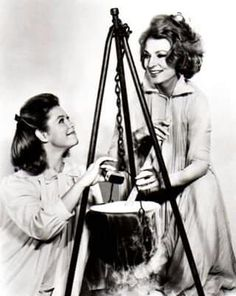 Bewitched. Sam and Endora. Elizabeth Montgomery and Agnes Moorehead.