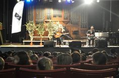 Avant le grand concert public de demain soir, Nassima Chabane a donné un concert cette après-midi aux enfants des écoles roubaisiennes pour un éveil musical arabo-andalou.