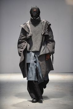 An industry panel featuring i-D and Machine-A selected menswear designers Sam Thompson and George Oxby for the prestigious award. Runway Fashion, High Fashion, Fashion Show, Mens Fashion, Fashion Outfits, Fashion Design, Steampunk Fashion, Gothic Fashion, Cyberpunk Mode