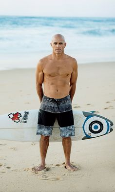 Surf Discover The Worlds Greatest Surfer Gets Better with Age Examining the perpetual youth and singular talent of surfings king Style Surfer, Surf Style, Kelly Slater Surfer, Surf Mar, Surfer Guys, Snowboard Girl, Surfer Magazine, Waves, Bald Men
