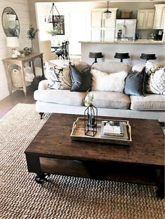 Gorgeous 90 Farmhouse Coffee Table Ideas https://livinking.com/2017/09/18/90-farmhouse-coffee-table-ideas/