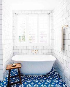 Blue and white tile bathroom Halcyon House Cabarita Beach, Australia The Best of home decoration in - Interior Design Ideas for Modern Home - Interior Design Ideas for Modern Home Blue Tiles, White Tiles, Yellow Tile, Blue Mosaic, Marble Mosaic, Mosaic Tiles, Decoration Inspiration, Bathroom Inspiration, Bathroom Ideas