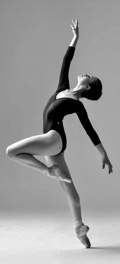 53 new Ideas for dancing poses drawing photo shoot Dance Photography Poses, Dance Poses, Dance Images, Dance Pictures, Pose Reference Photo, Art Reference Poses, Ballerina Poses, Dance Photo Shoot, Anatomy Poses
