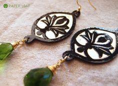 Arabesque Asah   orecchini di carta di cotone, orone e briolette di vetro   Handmade paper earrings with green glass faceted   Paper Leaf