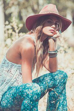 Zaimara Lifestyle :: Bohemian Love :: Keep Positive :: Festival Outfits :: Summer Vibes :: Gypsy Soul :: Style Fashion :: Boho Chic :: Beach + Sun + Palms + Ocean :: Ethnic + Tribal :: Hippie Chic, Hippie Style, Moda Hippie, Gypsy Style, My Style, Boho Gypsy, Bohemian Mode, Hippie Bohemian, Bohemian Style