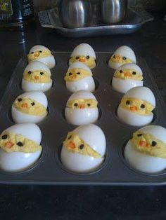 I could almost like deviled eggs. Chick deviled eggs for Easter. Cute Food, Good Food, Yummy Food, Holiday Treats, Holiday Recipes, Kreative Snacks, Easter Treats, Deviled Eggs, Easter Recipes