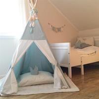 Seagreen teepee in kidsroom. Teepee Tent, Kidsroom, Toddler Bed, Barn, Furniture, Aqua, Home Decor, Diy, Teepees