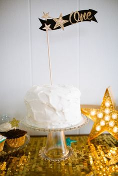 Simple Smash Cake for a Twinkle, Twinkle Little Star party!