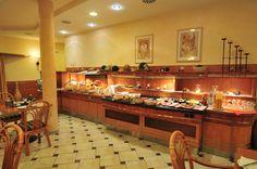 In Unserem Cafe- Restaurant können Sie vorzüglich speisen. Unser Mittagstisch ist abwechslungsreich, gesund und lecker. Jeden Tag bieten wir entsprechend der Jahreszeit saisonale Tellergerichte mit schmackhaften Beilagen und frischen Salaten.