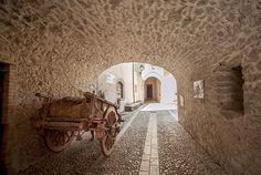 L'arco di accesso all'antico castello di Sant'Anatolia di Narco scoprigli altri Castelli di Sant'Anatolia di Narco sul nostro sito: www.lavalnerina.it