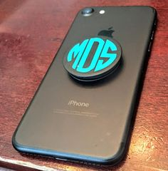 Popsocket with round monogram Monogram Stickers, Vinyl Monogram, Monogram Design, Monogram Maker, Cricut Tutorials, Silhouette Cameo Projects, Cricut Creations, Cricut Vinyl, Apple Products