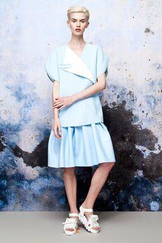 Xiao Li Spring/Summer 2015 Fish Fashion, I Love Fashion, Fashion Details, New Fashion, Fashion Art, Fashion Show, Fashion Design, Minimalist Fashion Women, Minimal Fashion
