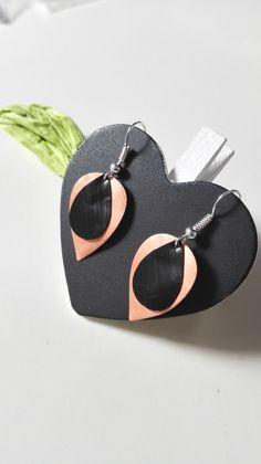Boucles d'oreilles gouttes d'eau Nespresso noires et corail graphiques féériques : Boucles d'oreille par miss-perles